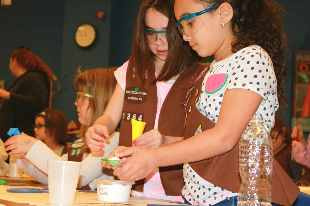 earn girl scout badges